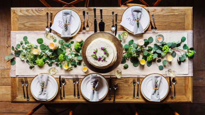 Apparecchiare la tavola con stile in estate